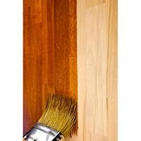 Pintura de porta de madeira com verniz